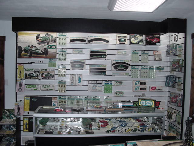 Atlas 1:32 1:24 Slot Car Room